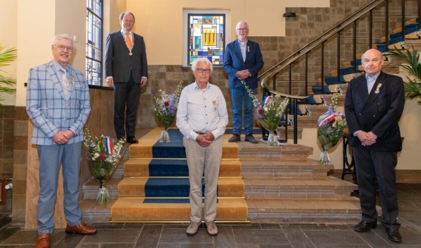 <p>V.l.n.r.: de heer Den Hoed, burgemeester Van der Loo, de heer Van Lint, de heer Sandee en de heer Vaandrager.</p>