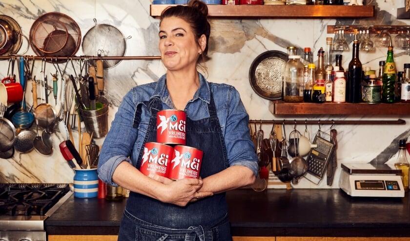 <p>Chef-kok en kookboekenschrijfster Yvette van Boven maakt de plantaardige Vrijheidssoep van 2021.</p>