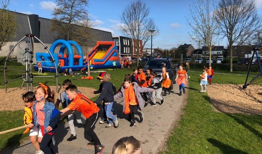 <p>De leerlingen van de Prins Clausschool genieten van de Koningsspelen.</p>