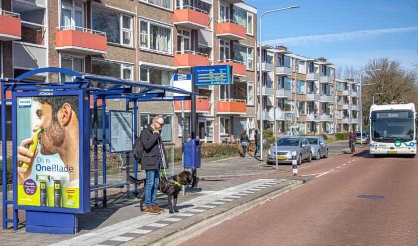 <p>De bushalte aan de Hogenkampsweg. De route voor blinden en slechtzienden naar de locatie van Bartim&eacute;us aan de Geert Grootestraat Geert Grootestraat is nu af.</p>