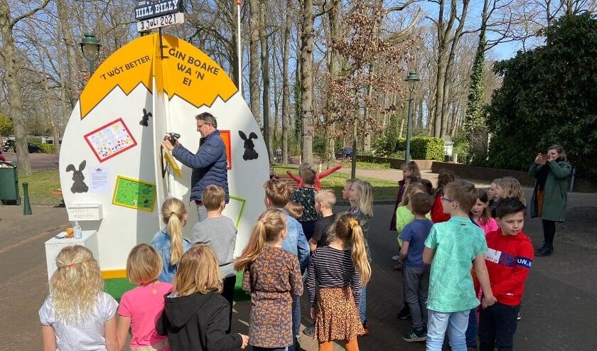 <p>De tekeningen van kinderen van de Lonneker scholen kregen een plekje op het Lonneker Wens Ei.</p>