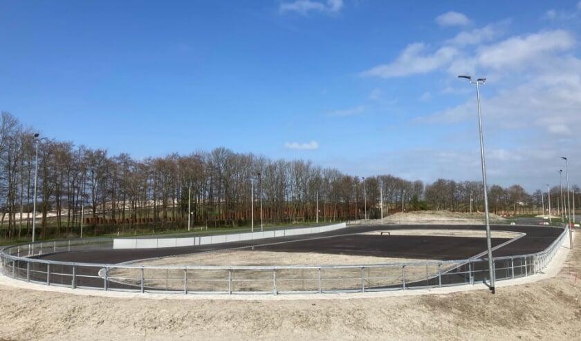 <p>De nieuwe skeelerpiste op Sportpark Noordrand, waar komend weekend inlineskaters diverse wedstrijden rijden.</p>