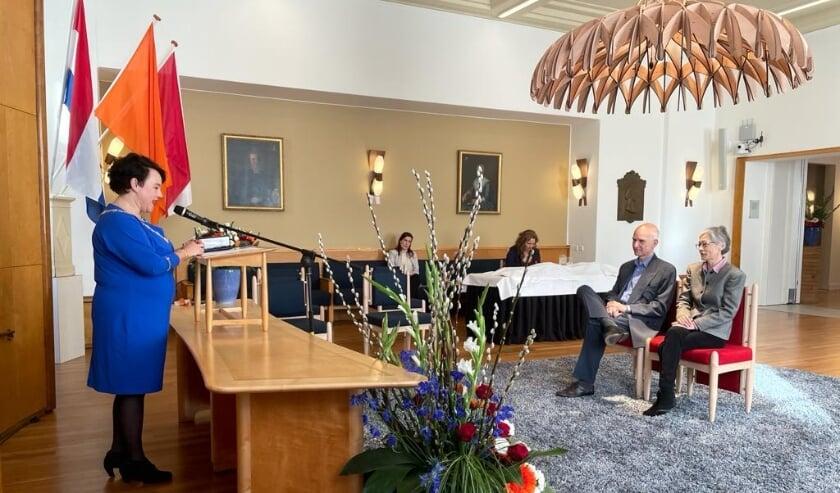 <p>Burgemeester Sharon Dijksma verraste maandag 28 Utrechters met een Koninklijke Onderscheiding.</p>