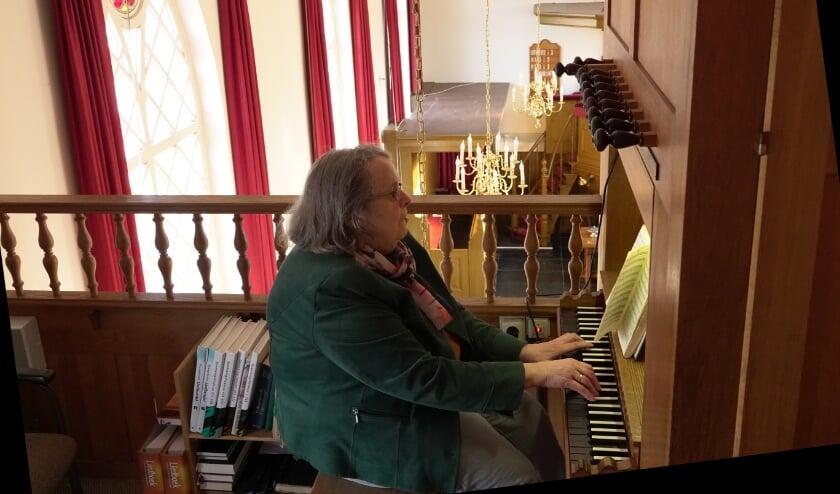 <p>Jenny Grandia bespeelde jarenlang het kerkorgel in de Hervormde kerk van Poederoijen. Na haar 60-jarig jubileum was het genoeg en is ze gestopt.</p>