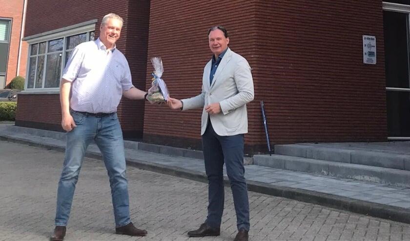 <p>Links Ren&eacute; Pfeiffer &ndash; voorzitter De Veensche Businessclub, rechts Dave Smits &ndash; Huis & Hypotheek Veenendaal.</p>
