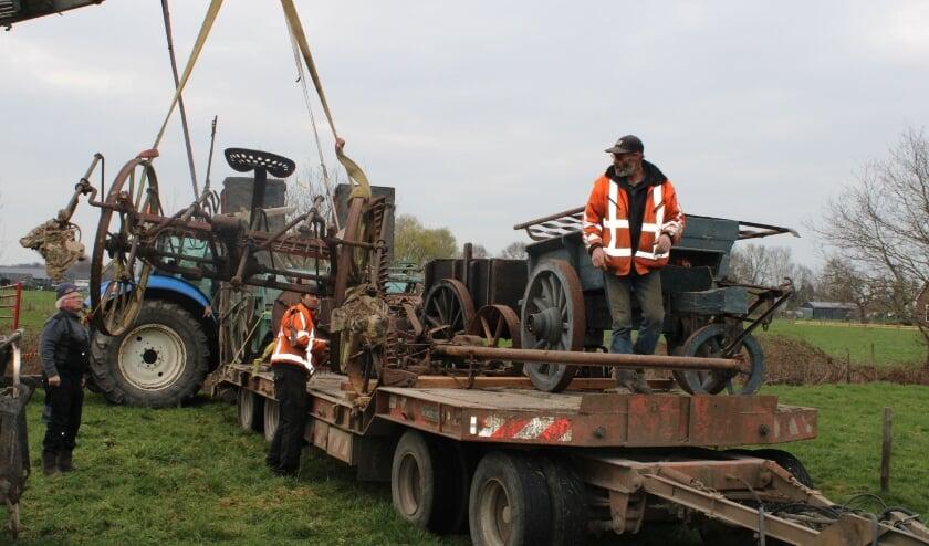Loonbedrijf Johan Haverkamp nam het transport van de materialen voor zijn rekening.