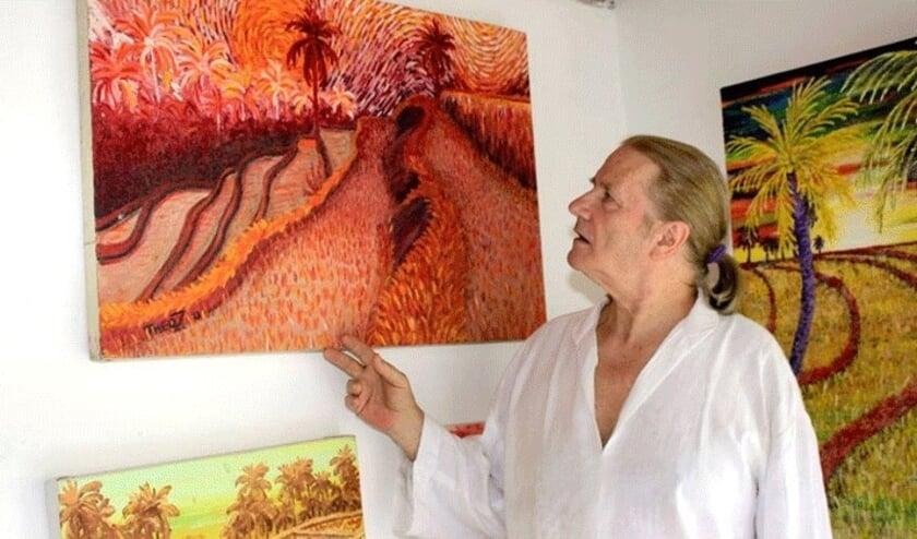 <p>Theo woonde op Bali waar hij prachtige landschappen en portretten schilderde.&nbsp;</p>