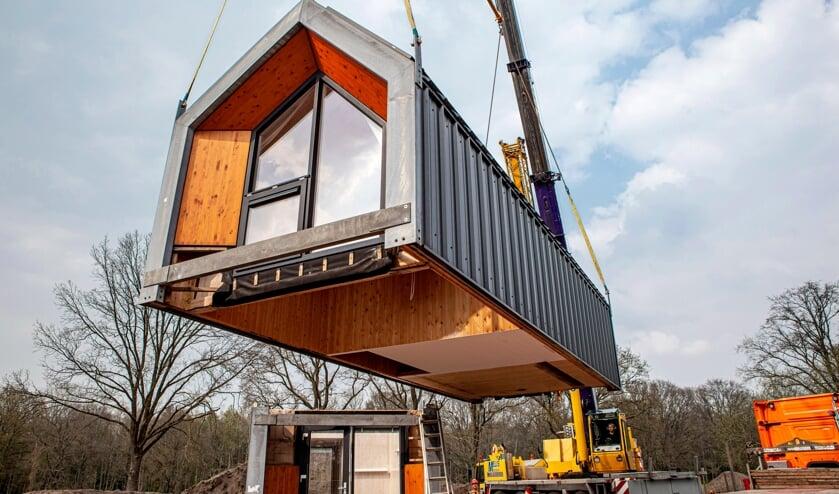 <p>Afgelopen dinsdag plaatste Woongoed Zeeuws-Vlaanderen een tiny house op het terrein van Tragel.</p>
