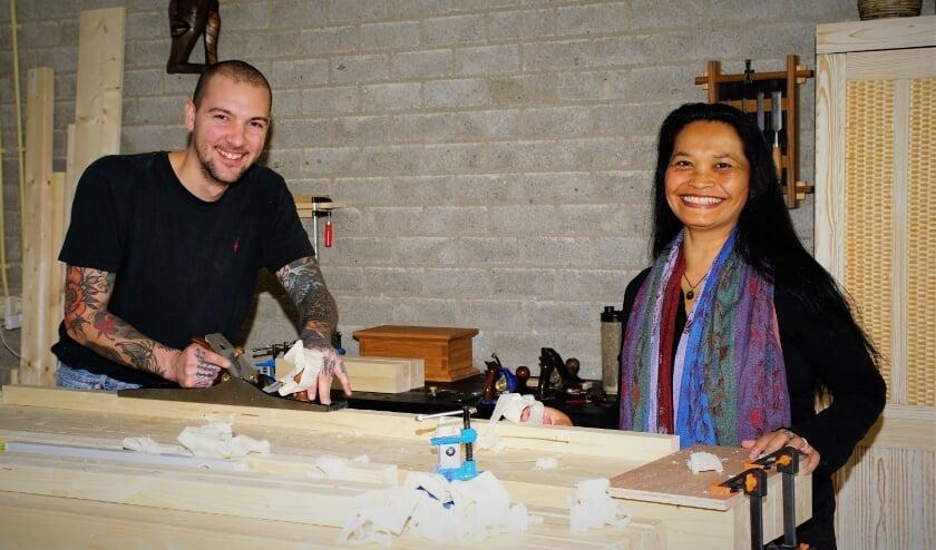 <p>Houtbewerker Jeff en theatermaakster Jenny organiseren een Artfair voor buurtbewoners in Meerzicht. &nbsp;</p>