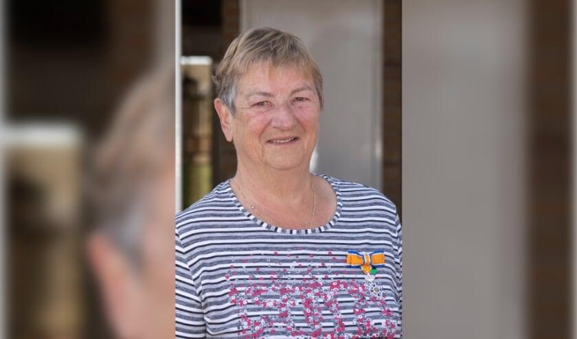 <p>Mevrouw M.W.A.M. (Tiny) Hendrikx-Bloks (75 jaar) &ndash; Lid in de Orde van Oranje-Nassau.&nbsp;</p>