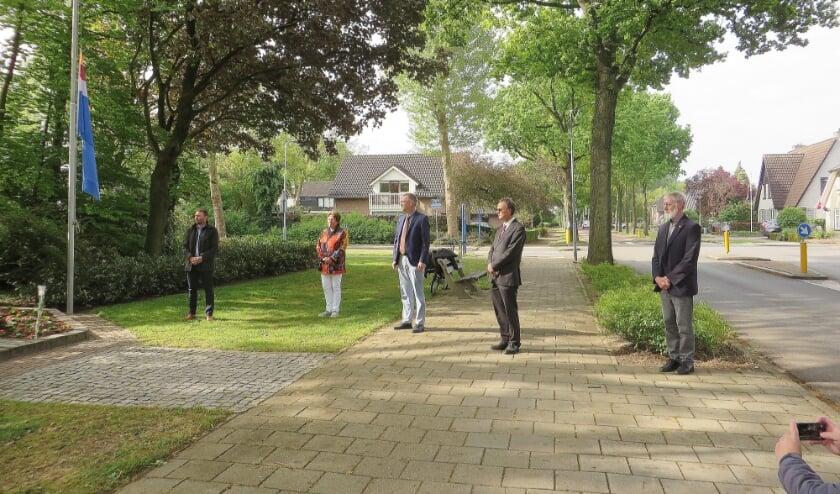 <p>Archieffoto van een eerdere herdenking bij het monument aan de Van Dorth tot Medlerstraat.</p>