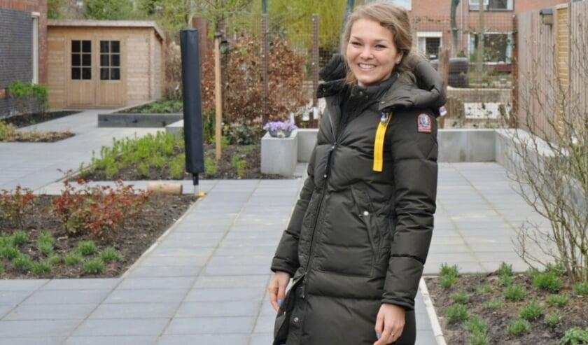 <p>Daphne de Graauw in de tuin van De Weijer.&nbsp;</p>