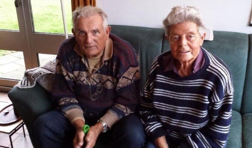 <p>Vele Holtenaren zullen Oostenbrug en zijn vrouw nog kennen van de dierenartsenpraktijk waar zij met hun huisdier kwamen en die zij samen jarenlang draaiende hielden.</p>