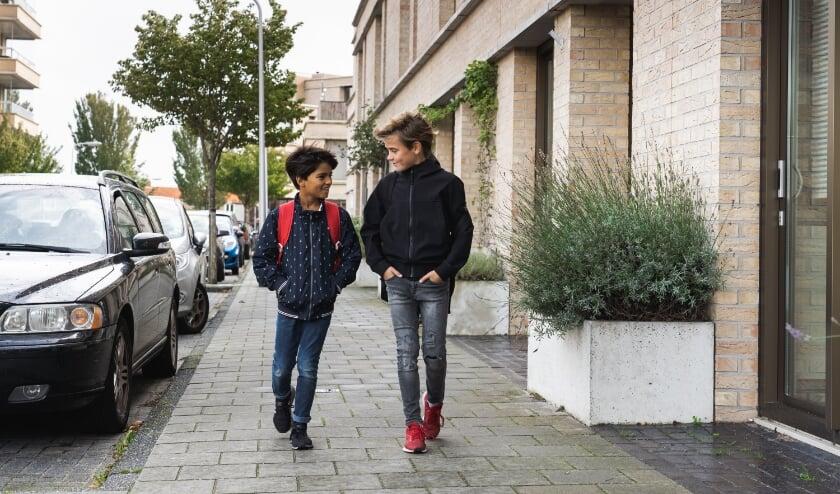 <p>&lsquo;Laat de auto staan en breng je kind lopend of met de fiets naar school&rsquo;, vindt de VVN</p>