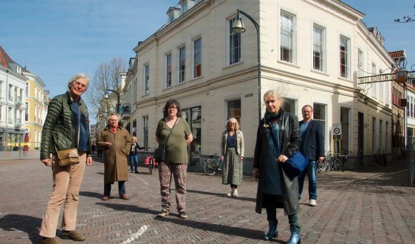 <p>Deventer binnenstadsbewoners en ondernemers zijn bezorgd over de mogelijke komst van McDonalds in het Praamstrapand. (foto Gert Perdon)</p>