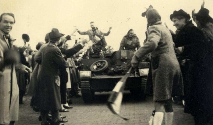 <p>De opmars van de Polar Bears werd massaal gevierd door de Utrechtse bevolking. Langs de hele route verzamelden zich duizenden mensen.</p>