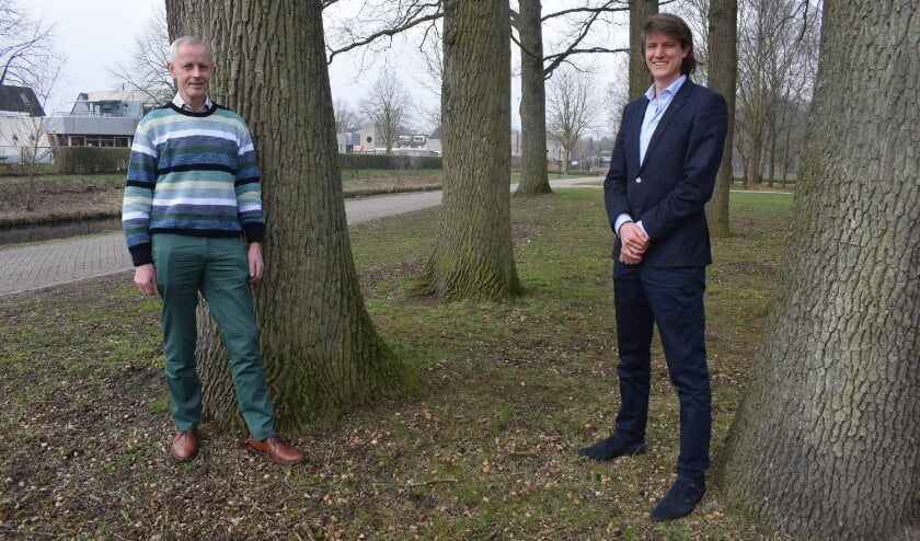 <p>Huisartsen Nico Wolswinkel (links) en Ja&iuml;r van Rhenen.</p>