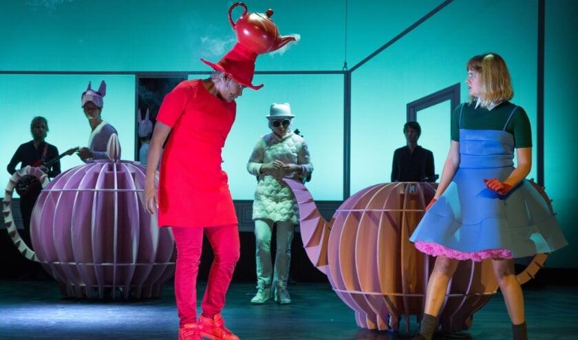 <p>De beeldende familievoorstelling Alice in Wonderland van Maas theater is via NPO Start gratis te bekijken voor iedereen.&nbsp;</p>