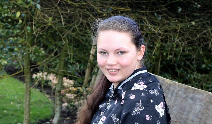 <p>Kelly-An Brouwer (20) heeft autisme en een dwangstoornis, maar wil wat van haar leven maken. Foto: Morvenna Goudkade<br><br></p>