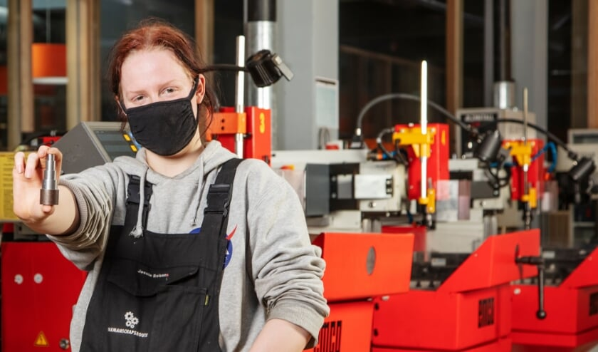 <p>De vijftienjarige Jessie doet metaaltechniek op het Reynaertcollege en gaat voor de praktijk naar het Centrum voor Top Techniek (CTT). Foto: Mary Remijnse</p>
