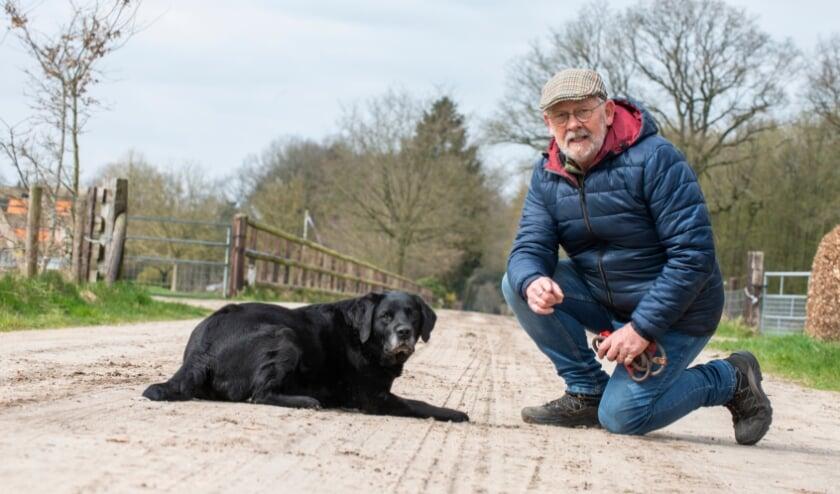 <p>De &lsquo;Wandeling van de week&rsquo; is deze week gelopen met Fleur en Epenaar Henk van Essen. Henk vertelt onder meer over het vele vrijwilligerswerk dat hij doet. Zo is hij onder meer bezig bij Hagedoorns Plaatse. Foto: Dennis Dekker, www.mediamagneet.nl&nbsp;</p>