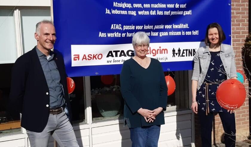 <p>Ans Vet (midden) met ATAG-collega&rsquo;s Erwin Alofs en Ina Evertzen.&nbsp;</p>