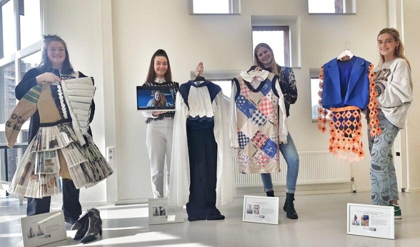 <p>De ontwerpen van de vier winnaars zijn binnenkort te zien in de expositie &#39;Mode op de bon&#39; in Nationaal Monument Kamp Vught.</p>