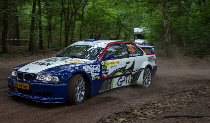 <p>Spanning, uitdagende proeven, rijden in het donker en uitbundig publiek: d&aacute;t is ELE Rally in een notendop. (Foto: Joris van Esch).</p>