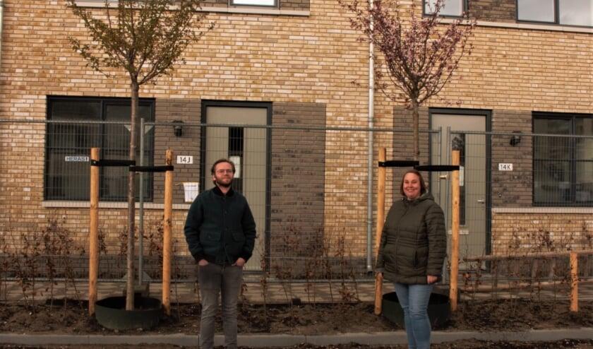 <p>Bart van de Water en Eefje Spierings zijn klaar voor de verhuizing naar de nieuwe wijk. &quot;Haal die hekken maar weg en geef ons de sleutel.&quot;&nbsp;</p>
