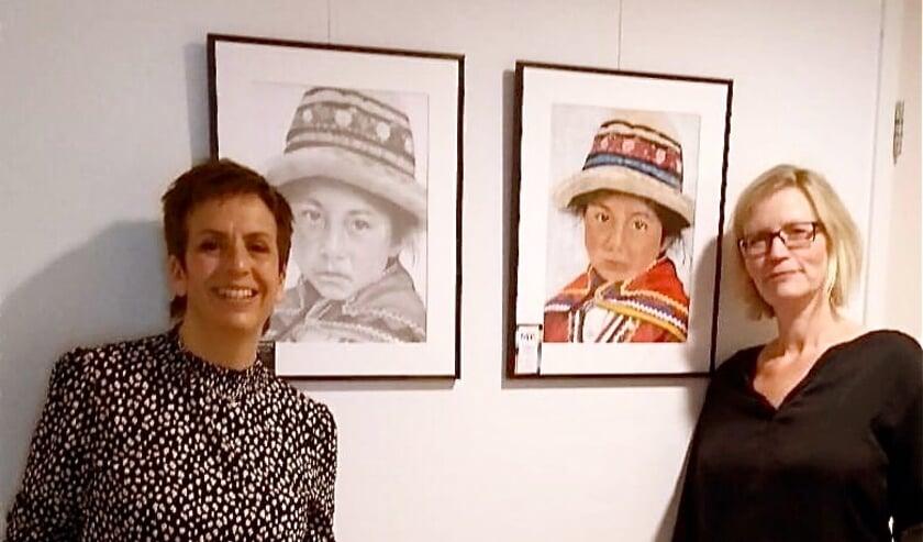 <p>Mirjam van Haaren en Cobi Fontijne (rechts) exposeren tot eind mei in &#39;t Weegje.&nbsp;</p>
