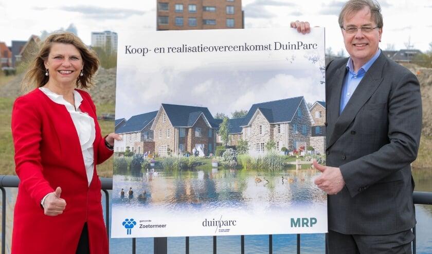 <p><br></p><p>Links op de foto wethouder, Margreet van Driel (Gemeente Zoetermeer), en rechts op de foto Paul Trip, Algemeen Directeur (MRP).</p>