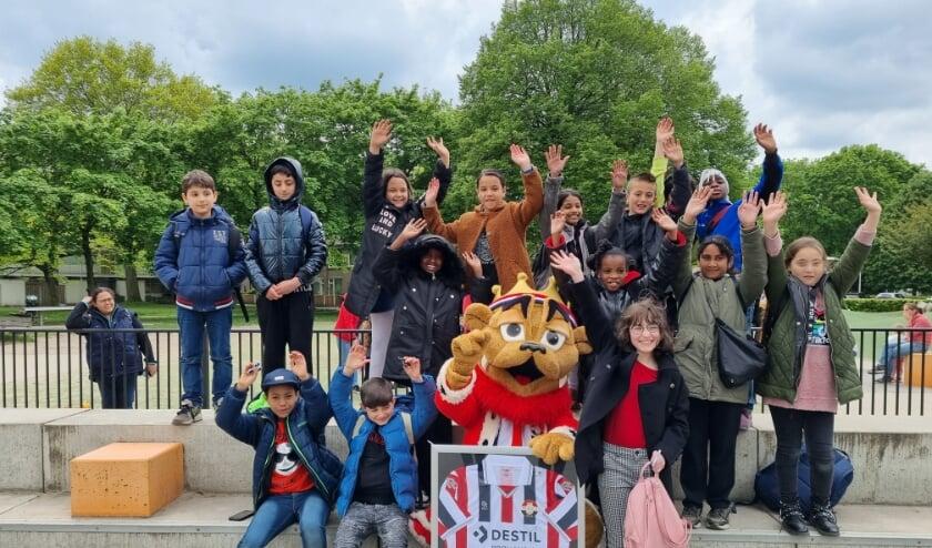 <p>Voor basisschool de Lochtenbergh in Tilburg was de afsluiting extra speciaal. Daar kwam mascotte Kingo langs om de afsluiting met de kinderen te vieren. &nbsp;</p>