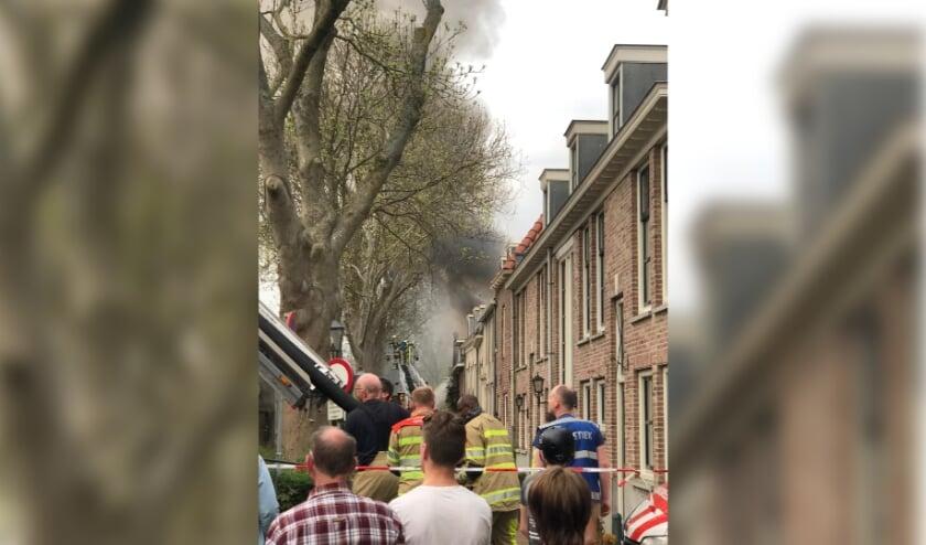 <p>De brand in de Havenstraat trok - op afstand - veel bekijks. De dikke rook was tot in de verre omtrek zichtbaar en zelfs hinderlijk te ruiken in het Oranjekwartier en &nbsp;IJsselveld-Oost en West.</p>