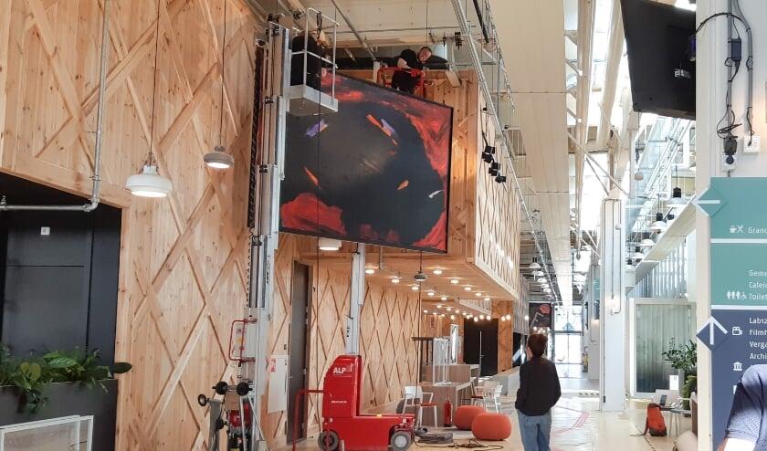 <p>Zeven enorme schilderijen uit de Peter Stuyvesant Collectie hebben onlangs een plek gekregen in de Turmac Cultuurfabriek.</p>