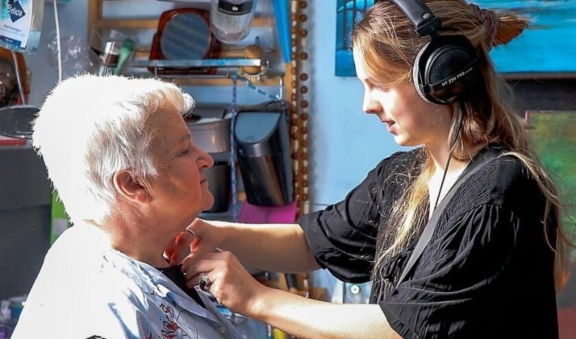 <p>Annemieke Staal zorgt ervoor dat hoofdpersoon Wilma goed verstaanbaar is in de documentaire Wappie.&nbsp;</p>