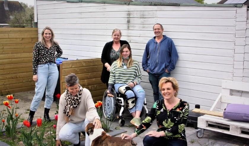 <p>Team &#39;Kom in beweging voor Nanette&#39; v.l.n.r. Lisanne, Esmeralda, Hester, Nanette, Hans, en Karla.&nbsp;</p>