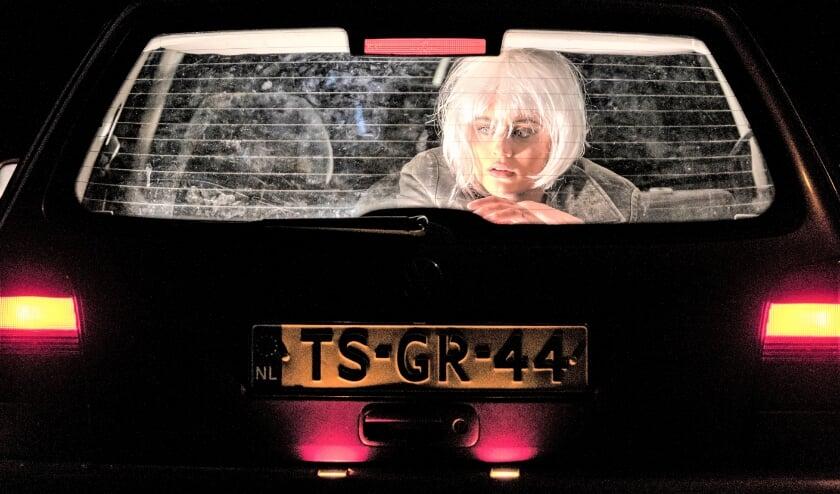 <p>Actrice Nala Bax in een scene in Het gras brandt roze.</p>