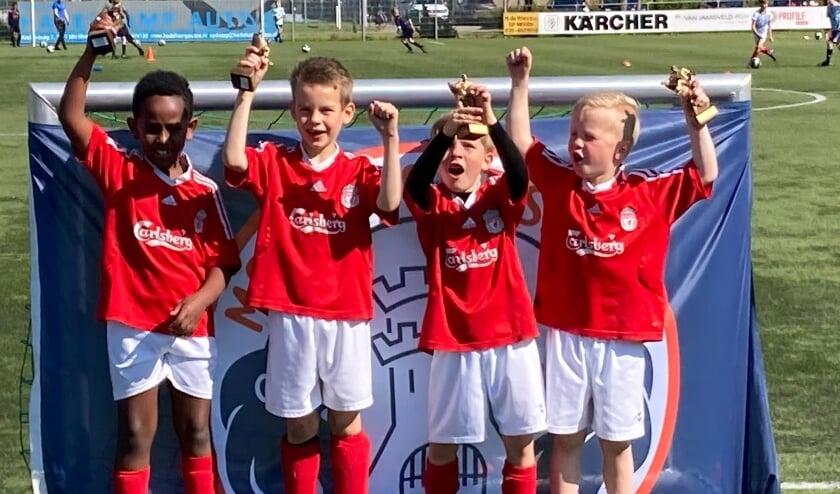 <p>De boys van Liverpool winnen de Cup met de Grote Oren.</p>
