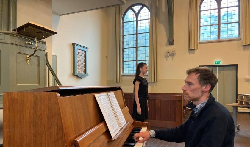 <p>Cornelia vertegenwoordigt als klassiek zangeres ons land bij het &nbsp;internationale Stage4Kids in Hamburg.</p>