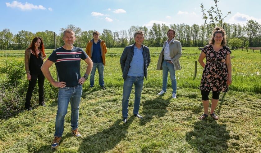 <p>Een deel van de initiatiefgroep met v.l.n.r. Roos van der Vliet, Jaap Rikken, Merlijn de Jonghe, Toon van Sadelhoff, Sietze Visker en Femke de Groot.</p>