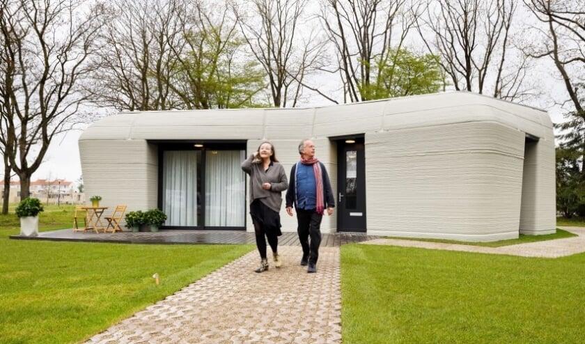<p>Het huis is een vrijstaande gelijkvloerse woning met 94 vierkante meter netto vloeroppervlak, een royale woonkamer en twee slaapkamers, in de Eindhovense wijk Bosrijk.</p>