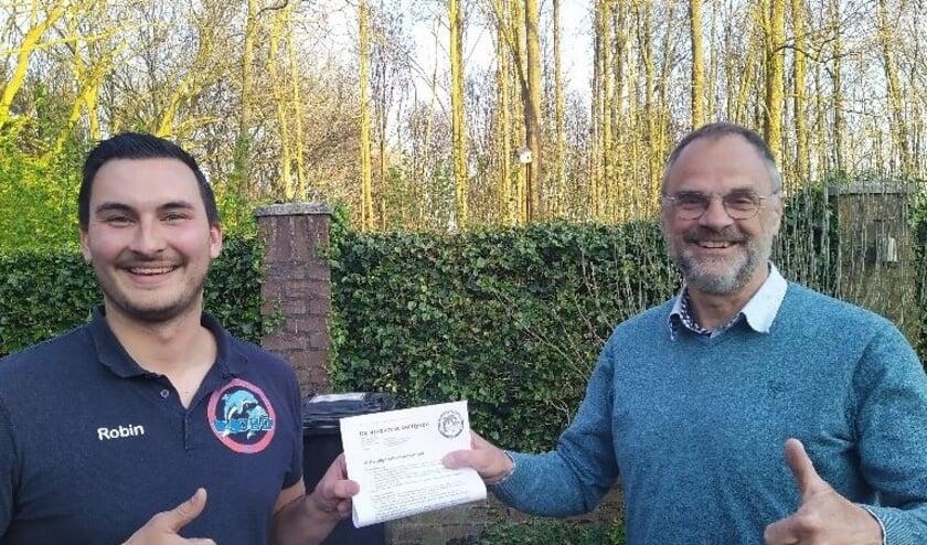 Martin Steenmetz (rechts) is de nieuwe coach van het herenteam van waterpolovereniging DBD uit Best.