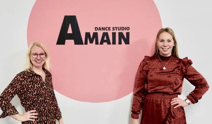 <p>Danielle Meijbaum (l) en Anouk van Zetten startten hun eigen dansschool.</p>