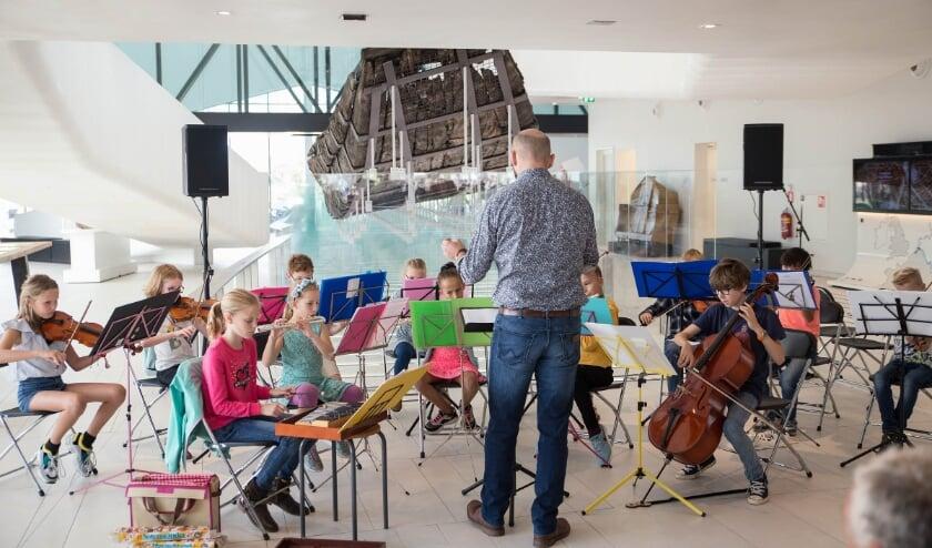 <p>Kinderen die viool, fluit, contrabas of cello spelen zijn van harte welkom om aan te sluiten. &nbsp;Foto: Dinger Knoop</p>