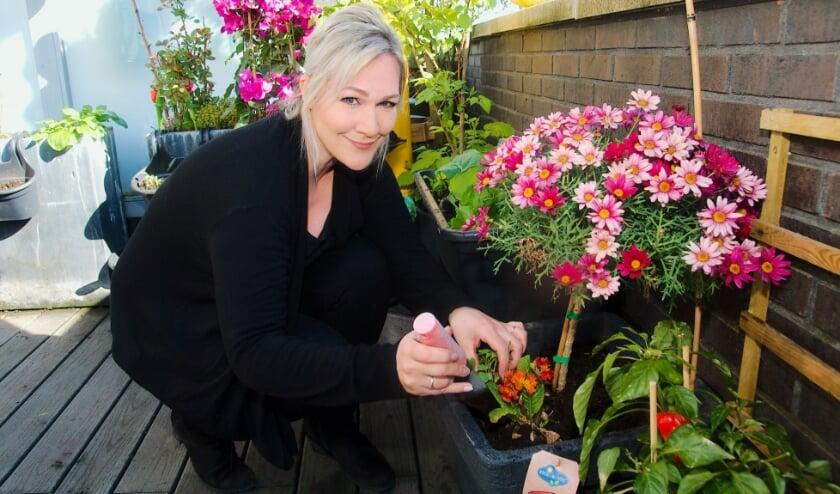 <p>De nieuwe gezonde levensstijl bevalt Stacey erg goed, net als het wonen in Apeldoorn. ,,Wat me aan Apeldoorn opvalt, is dat het er zo schoon en groen is. &quot; (foto Gert Perdon)</p>
