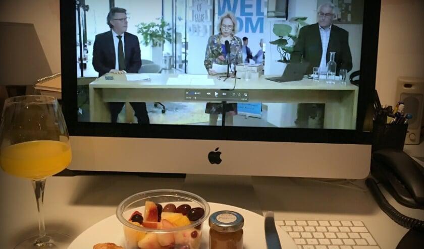 <p>VOA-ondernemers zaten 's morgens vroeg bij de algemene ledenvergadering, met ontbijt bezorgd door horecaleden.</p>