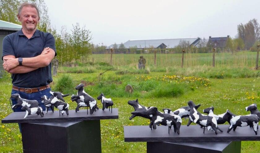 <p>Multi-artist Marcel Wammes van het Montfoorts Kunstenaars Collectief bij zijn recente creatie getiteld &quot;Spring&quot;. &nbsp; &nbsp;Foto: Paul van den Dungen</p>