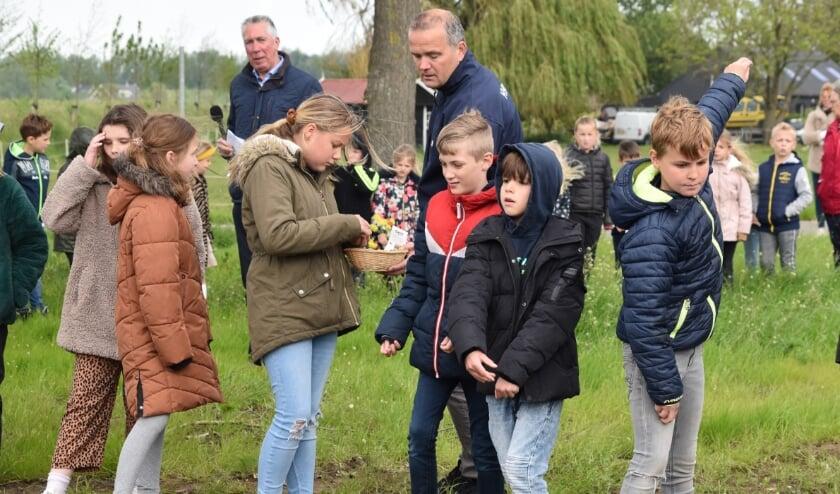 <p>De kinderen gooiden zaadbommetjes in de openbare groenstrook op de hoek Hogeweg - Jacob Ekelmanstraat en de rondweg.</p>