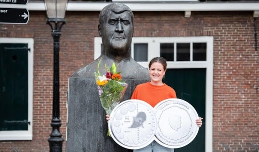 <p>Het ontwerp van het Anton Geesink Vijfje werd ceremonieel onthuld bij het Anton Geesink-standbeeld in Utrecht, door kleindochter Leonie Geesink. </p>