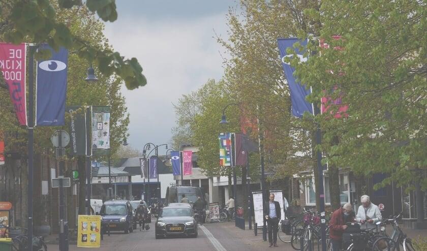 <p>&ldquo;Wat is de Dorpsstraat ineens gezellig, met el die vlaggen!</p>